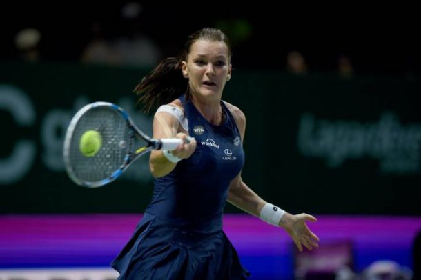 WTA Finals: Agnieszka Radwanska Knocks Out Simona Halep To Reach Semifinal