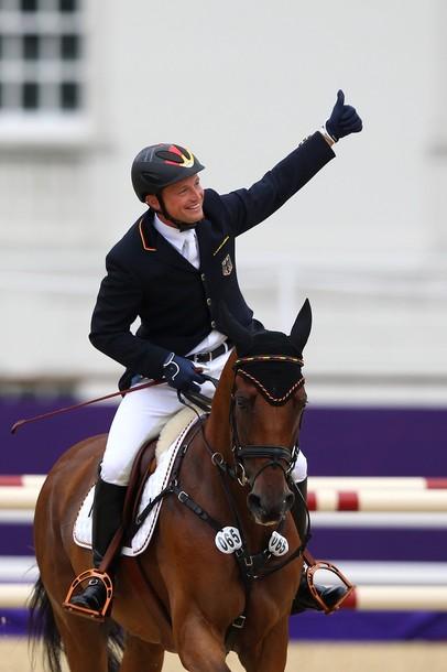 Michael Jung, gran triunfador del concurso completo de hípica al conseguir dos oros