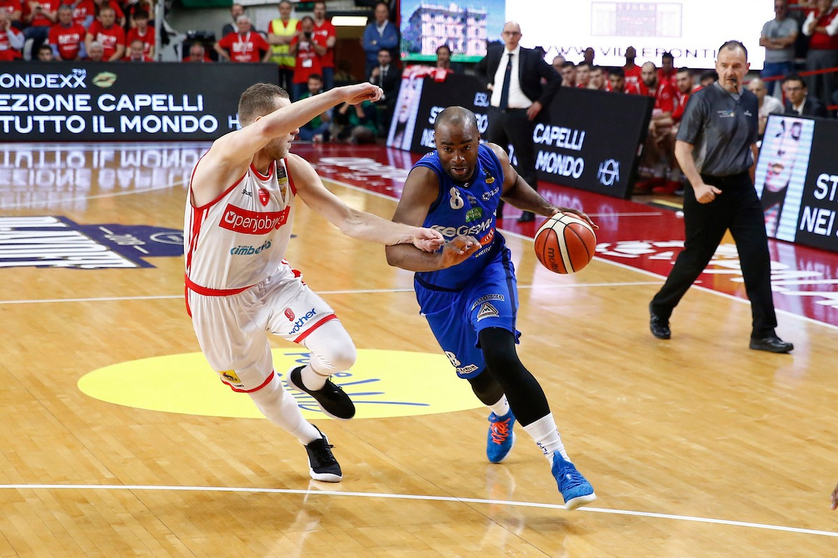 Lega Basket - Brescia espugna Varese all'overtime e va in semifinale (64-69)