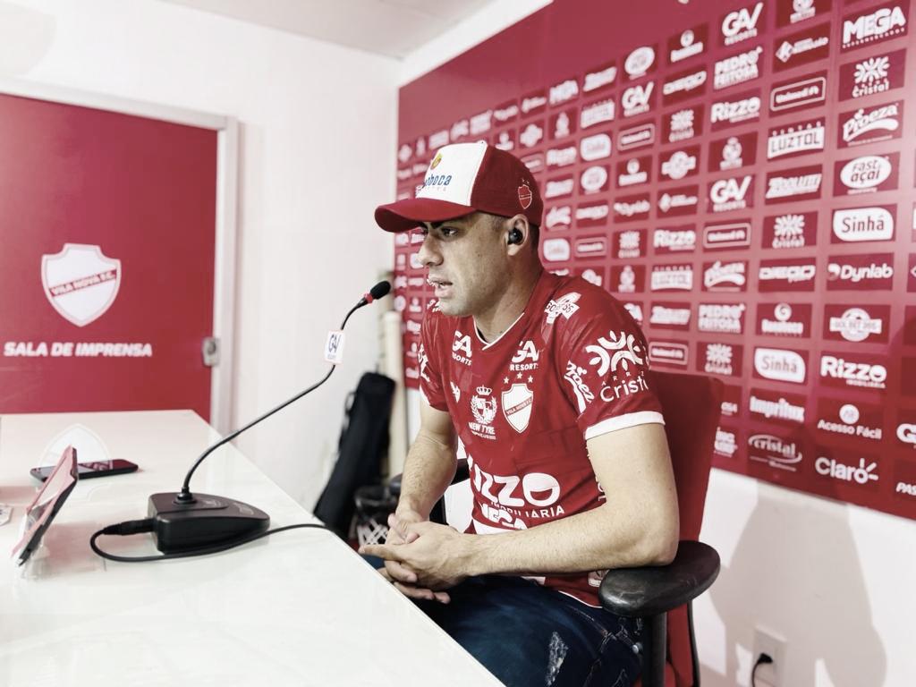 Xandão comenta titularidade e metas do Vila Nova para segundo semestre