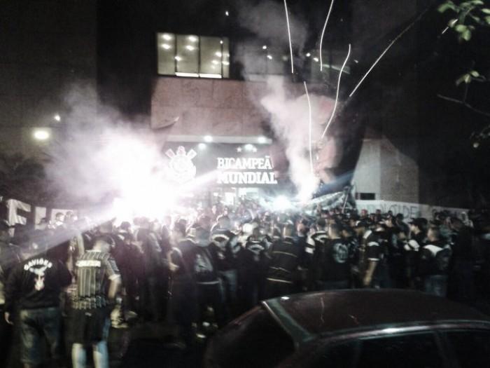 Organizadas do Corinthians protestam contra administração do clube e pedem reforços
