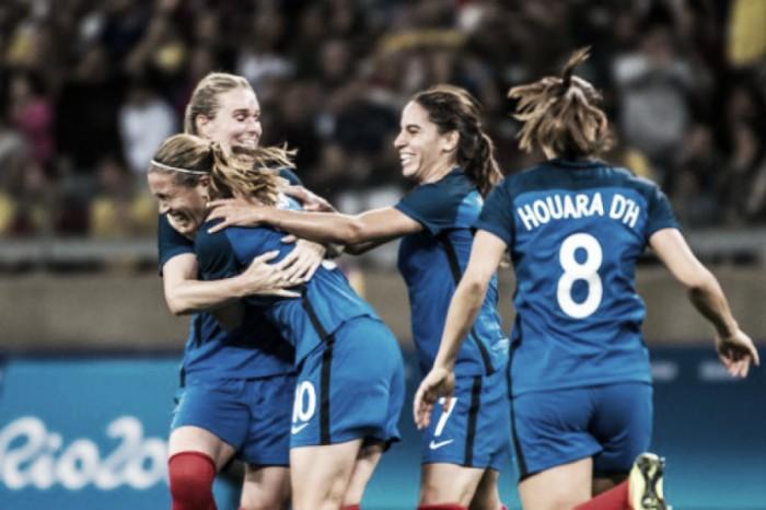 França domina, goleia Colômbia e assume liderança do Grupo G