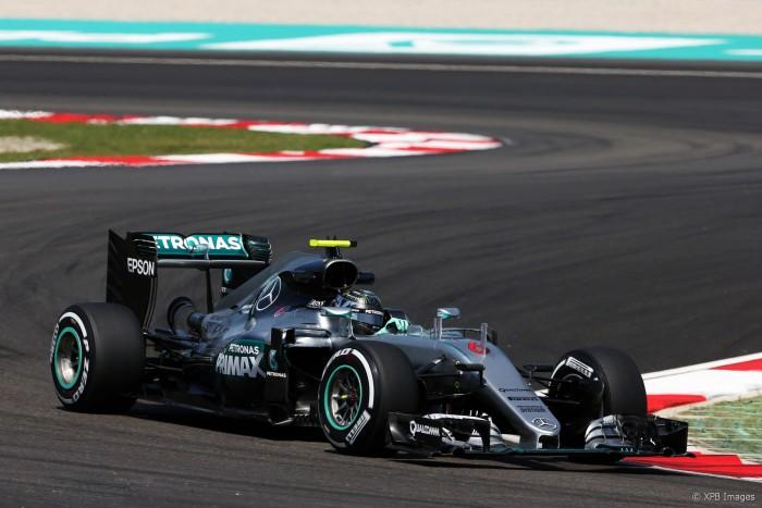 Sem surpresas, Mercedes domina treinos livres na Malásia com Rosberg e Hamilton