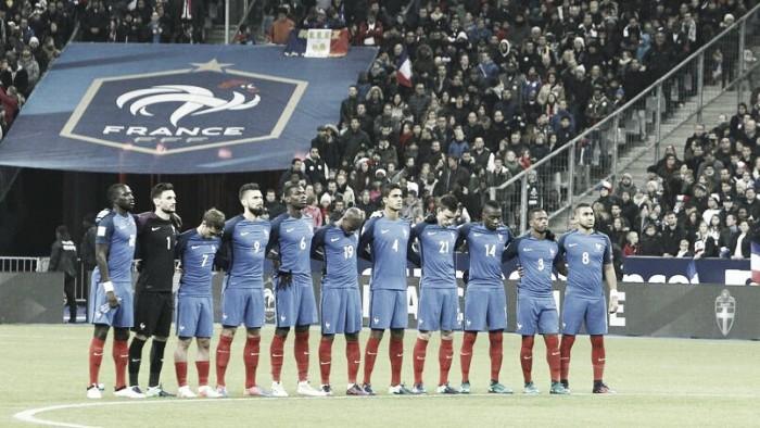 Francia gana, gusta y golea