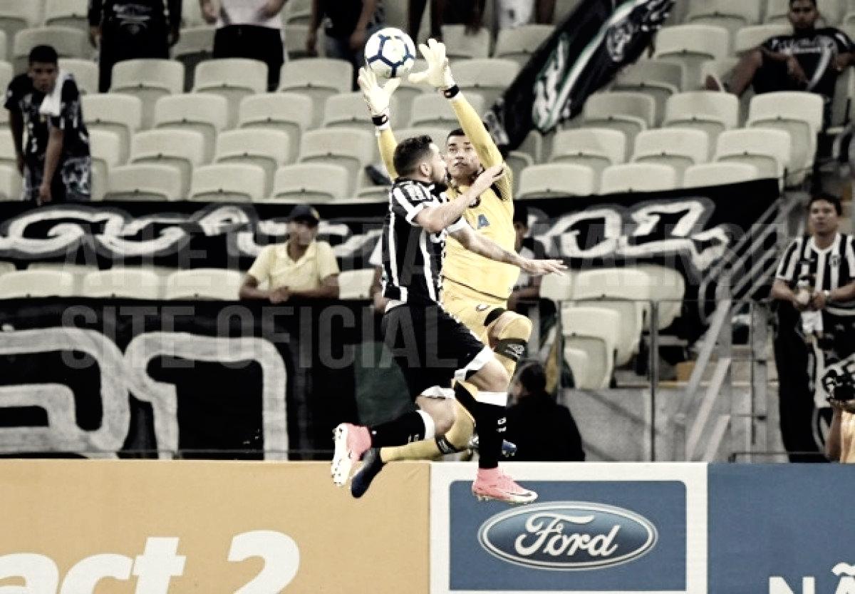 Vivendo boa fase no Atlético-PR, Santos também se destaca como pegador de pênaltis