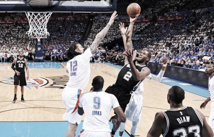 Com grande atuação de Kawhi Leonard, Spurs vencem Thunder fora de casa e lideram série