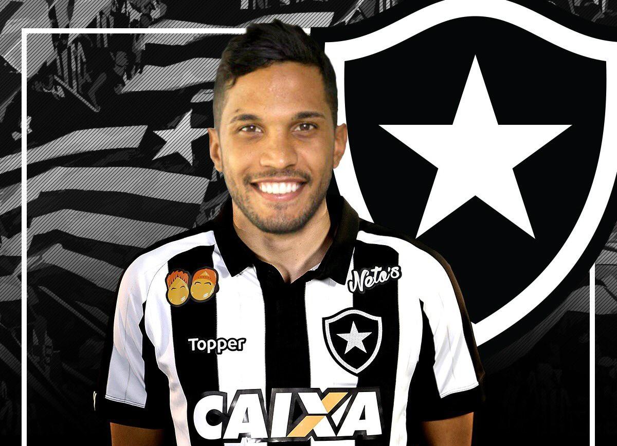 Já regularizado, zagueiro Yago é anunciado oficialmente como reforço do Botafogo