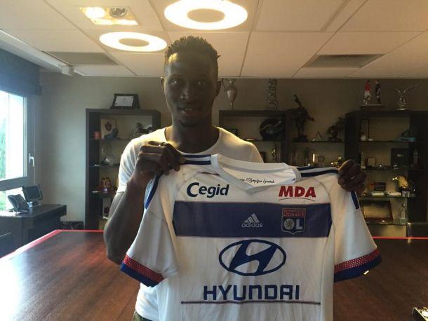 Mapou Yanga-Mbiwa file à Lyon