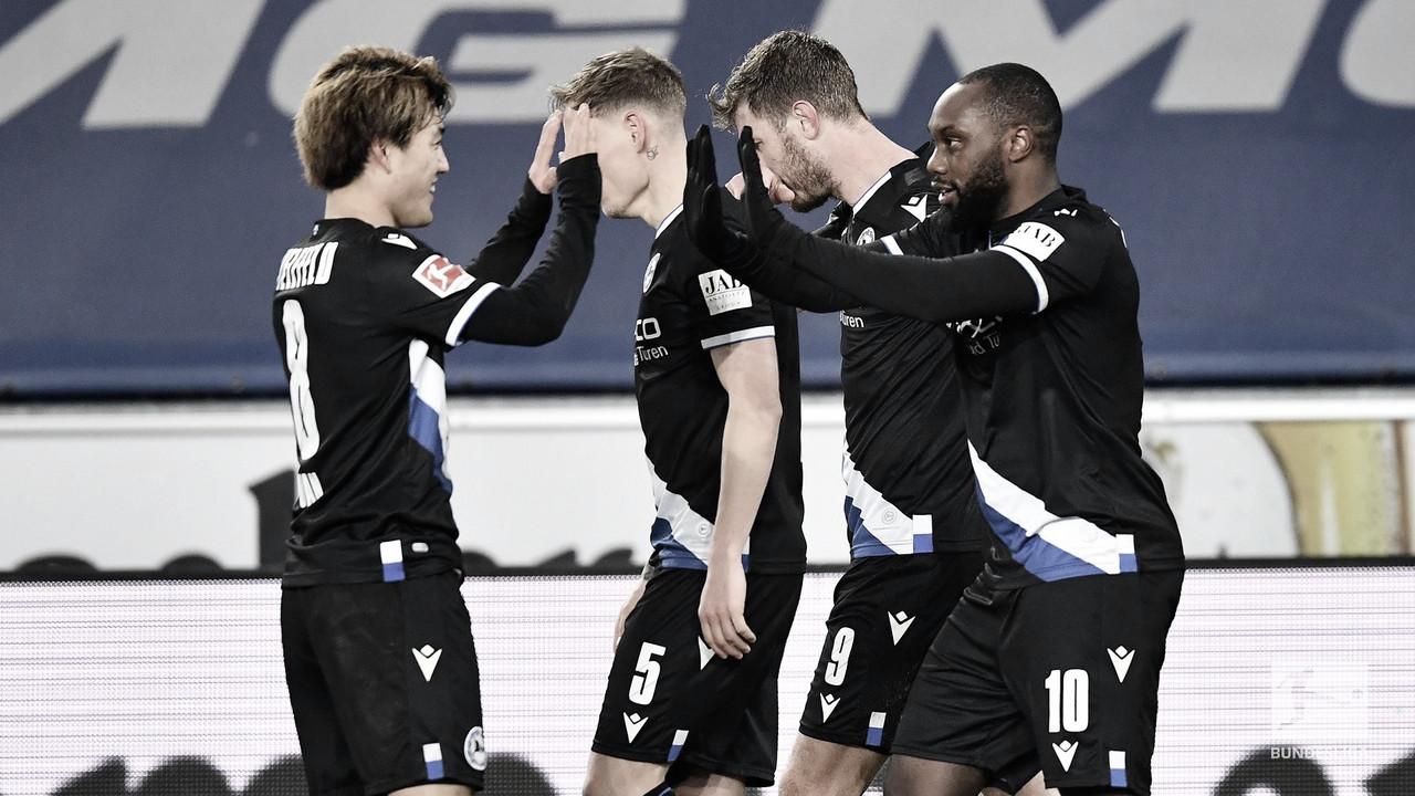 Arminia Bielefeld gana y sale del descenso