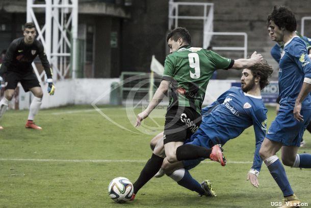 Yeray Álvarez y Óscar Gil celebran su estreno goleador
