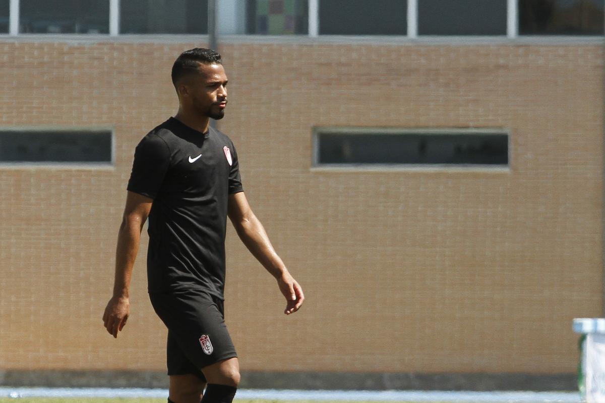 La Liga prohíbe inscribir futbolistas al Granada CF