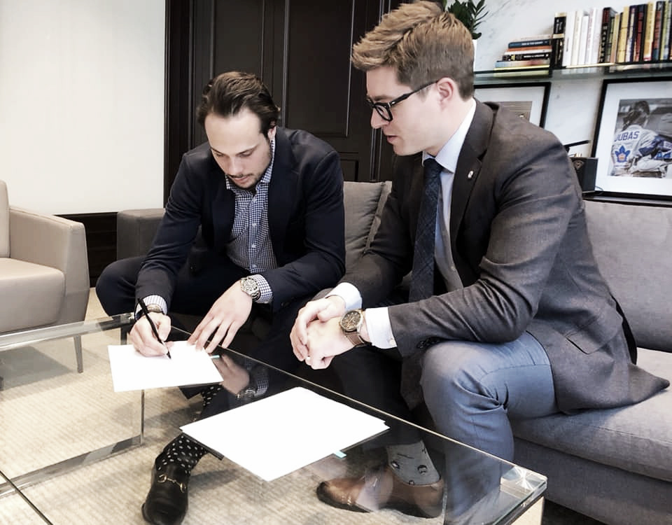 Auston Matthews firma la renovación de contrato con Toronto