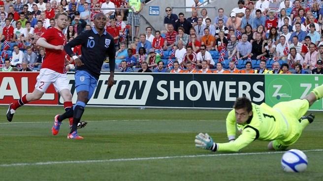 Hodgson, esordio vincente