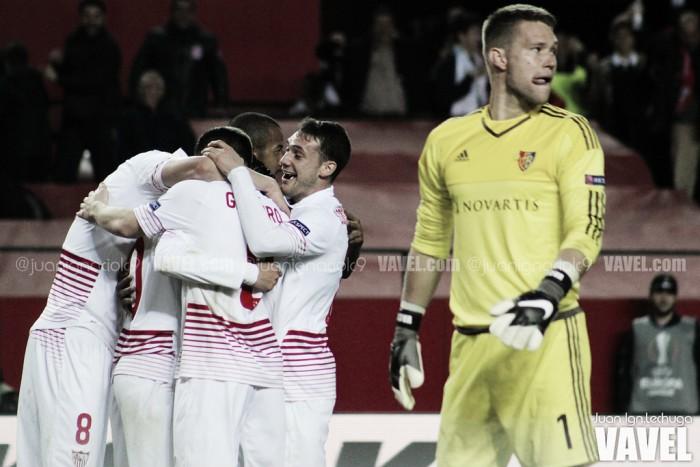 Sevilla faz três gols em dez minutos diante do Basel e garante vaga nas quartas da UEL