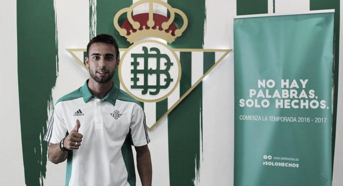 Rafa Navarro pasa a la primera plantilla