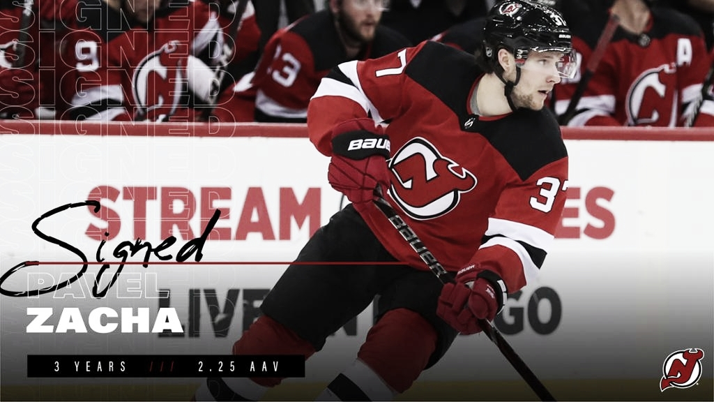 Los Devils renuevan a Pavel Zacha