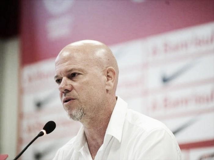 """Zago critica arbitragem em pênalti a favor do Juventude: """"Não sabem trabalhar em equipe"""""""