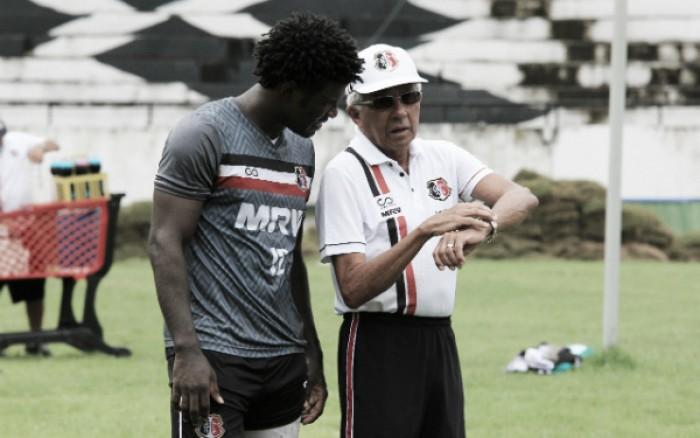 Sem zagueiro Jaime, Givanildo faz mistério para definir Santa Cruz contra Vila Nova