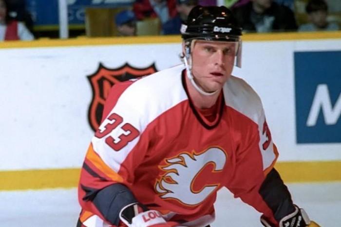 Fallece el ex defensa de la NHL Zarley Zapalski