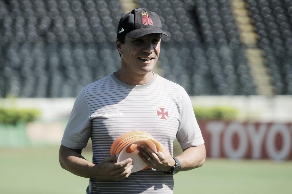 Botafogo se reúne com Zé Ricardo e espera resposta do treinador