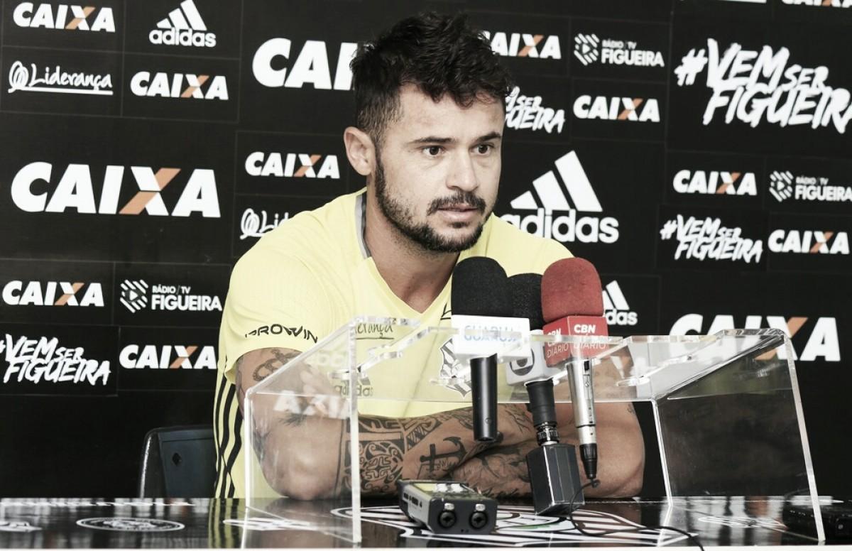 Zé Antônio elogia torcedores que foram ao treino conversar com jogadores do Figueirense