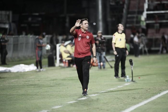 """Após perda da invencibilidade como mandante, Zé Ricardo admite: """"É uma dura derrota"""""""
