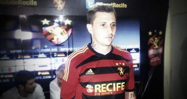 Apresentado, Zé Mário demonstra motivação em vestir a camisa do Sport e evita polêmicas