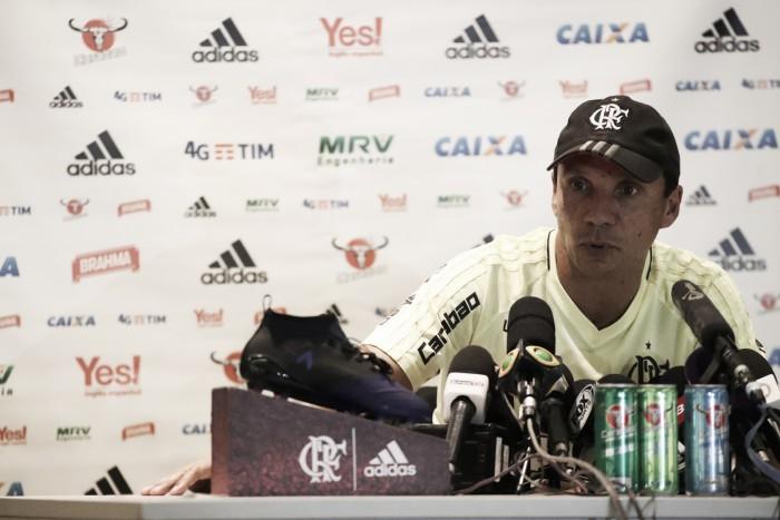 """Após treino, Zé Ricardo fala sobre gramado do Maracanã: """"Não está 100%"""""""