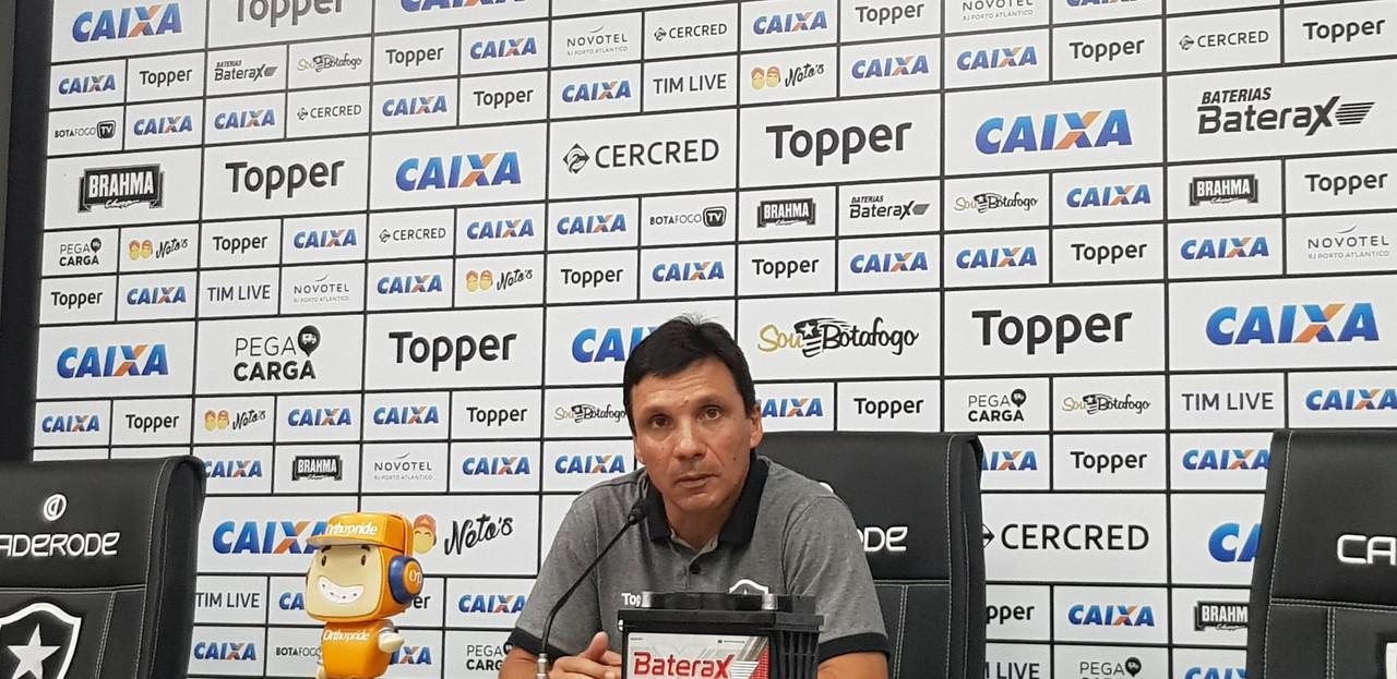 """Zé Ricardo explica substituições, entende críticas e apoia grupo do Botafogo: """"Não é sem vergonha"""""""