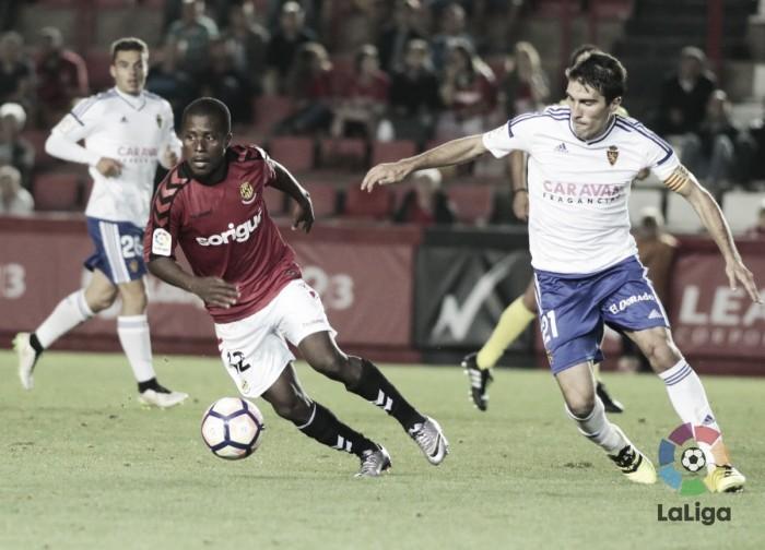El Real Zaragoza salva un punto en el Nou Estadi