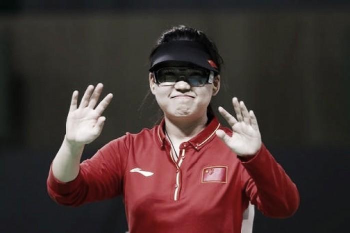 China conquista sua primeira medalha de ouro com Mengxue Zhang no tiro esportivo
