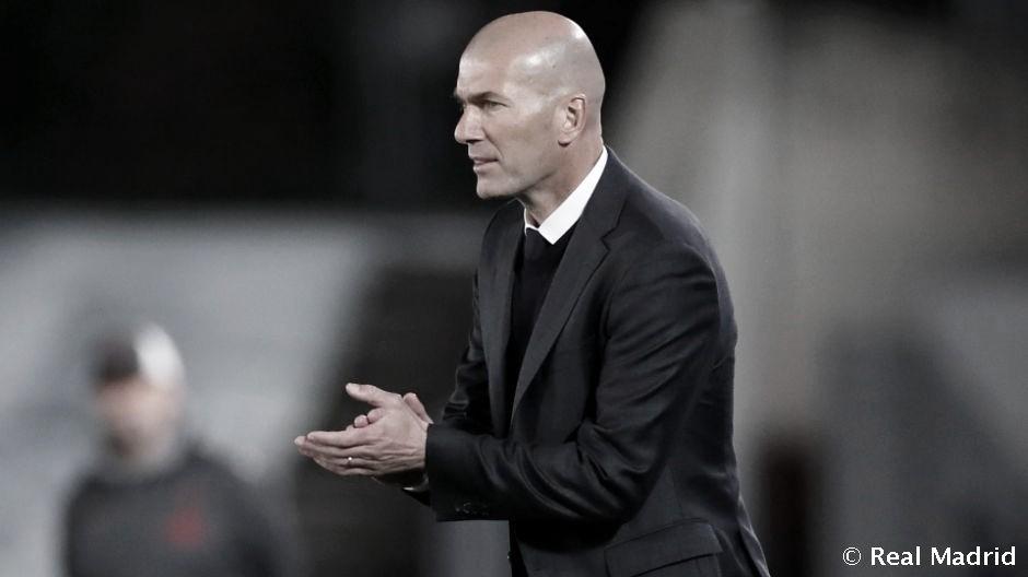"""Zidane: """"Al final de temporada veremos, pero ahora estoy con esto y a por el último partido"""""""