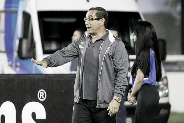 """Auxiliar Zinho exalta novo arranjo tático no Vasco: """"Jovens sustentam um esquema mais veloz"""""""