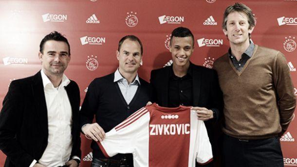 Ajax anuncia contratação de Richairo Zivkovic por três temporadas