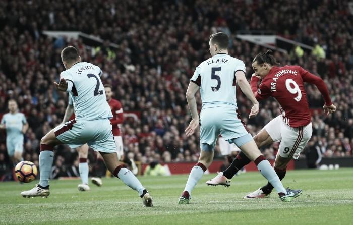 Manchester United empata contra Burnley e estaciona no meio da tabela