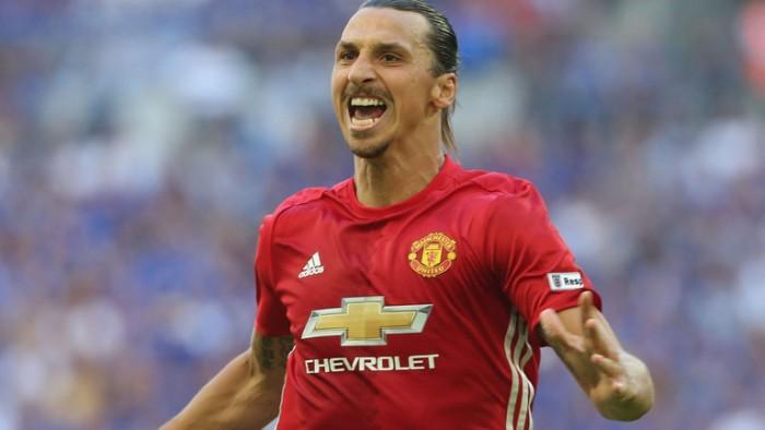 United, buona la prima in casa. Ibra stende il Southampton
