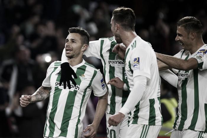 Los tres goleadores verdiblancos muestran su alegría en zona mixta