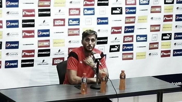 """Luis Zubeldía: """"Haber ganado el clásico nos genera satisfacción"""""""
