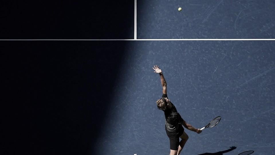 Zverev vence Sinner em três sets e avança às quartas do US Open