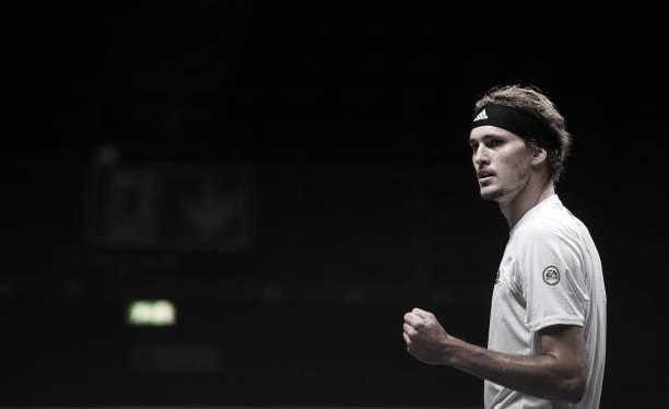 Zverev supera irregularidade e vence Sinner em Colônia