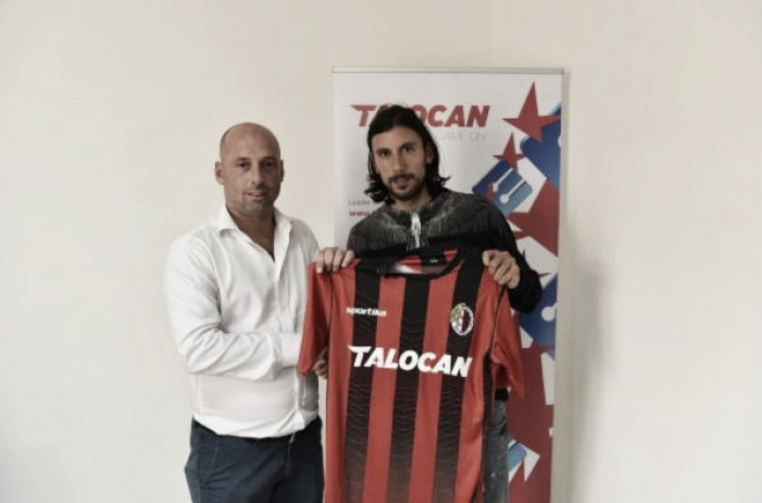 Após colocar currículo no Linkedin, zagueiro Zaccardo é anunciado como reforço de clube maltês