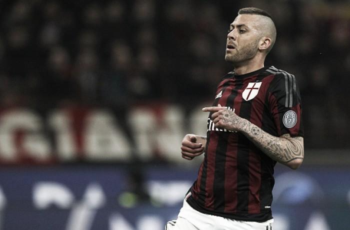 Agente de Ménez afirma que atacante não permanecerá no Milan