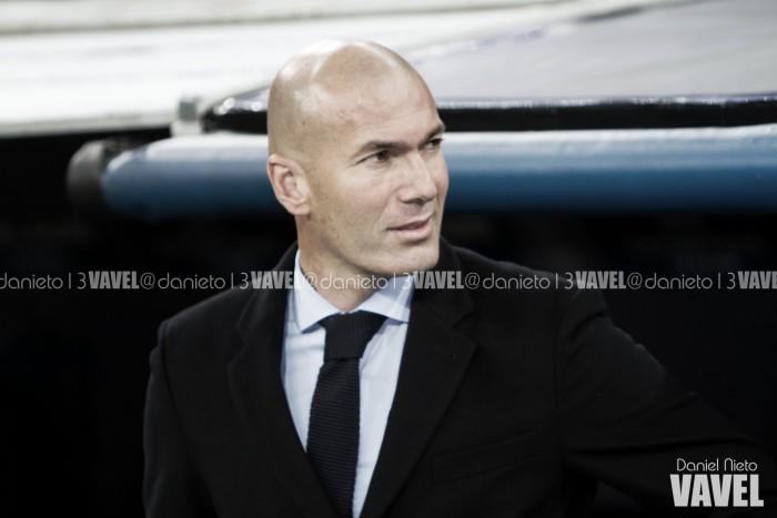 """Zidane: """"A Varane no le va bien jugar cada tres días,hay que cambiar algo"""""""
