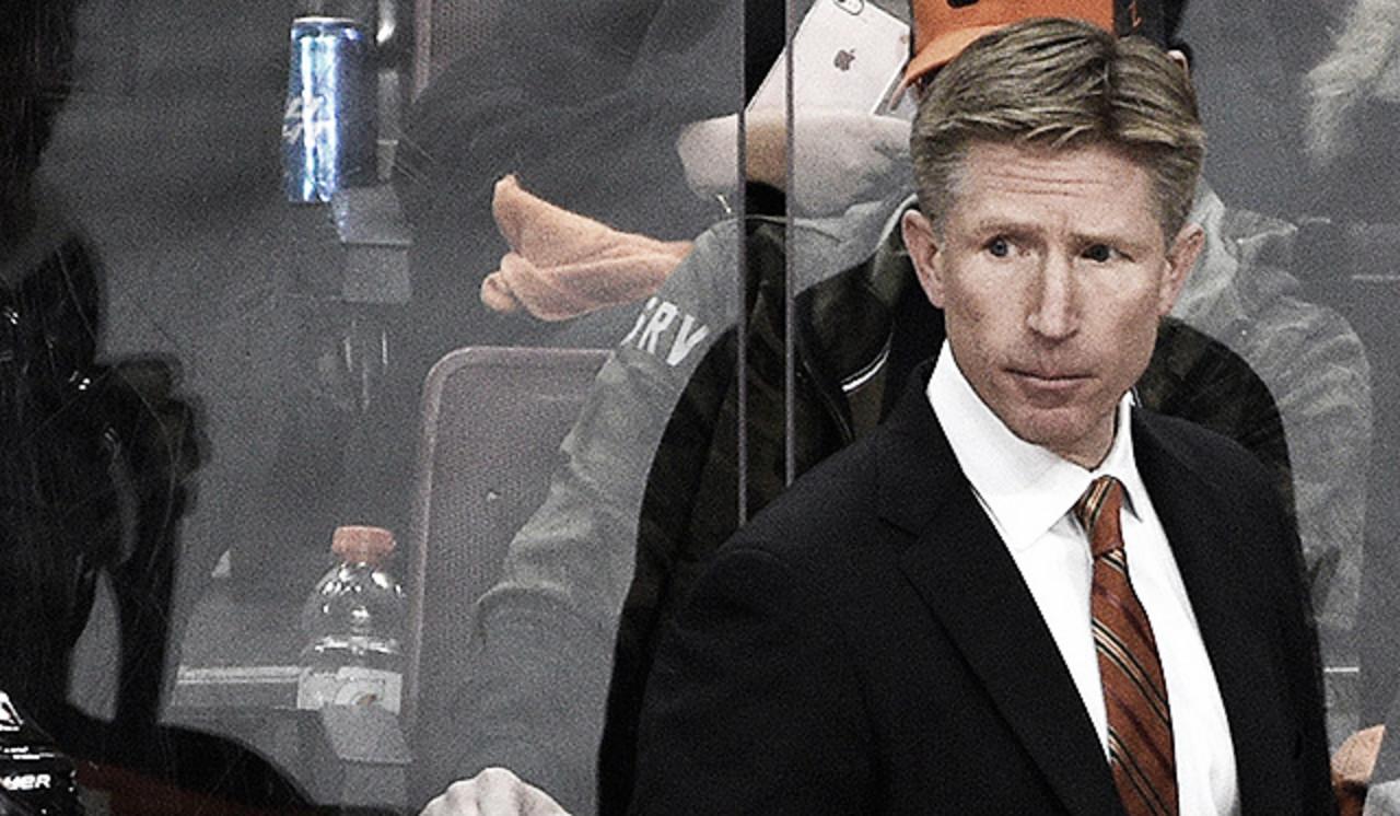 Los Flyers destituyen a Dave Hakstol